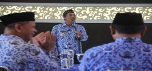 Bupati Rembang, Abdul Hafidz saat memberikan pengarahan jajarannya, belum lama ini.