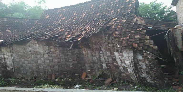 Rumah Warga Nyaris Roboh, Pihak Desa Klaim Telah Bertindak
