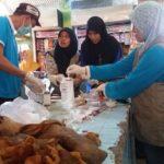 Pengecekan komoditas daging di Pasar Rembang oleh Tim Dinas Pertanian Dan Pangan, Jumat pagi.