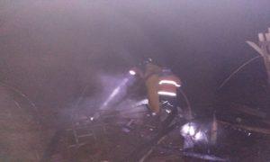 Kebakaran pos jaga kandang ternak ayam di Desa Kemadu, Jum'at malam.