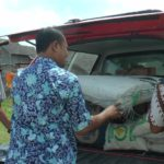 Bantuan bahan makanan untuk korban bencana ombak besar di Desa Karangmangu, Kecamatan Sarang.