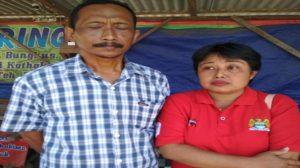 Orang tua tahanan yang tewas, Piping Sunarwan dan Endang Purwanti, warga Desa Jambu Kecamatan Kayen Kidul, Kabupaten Kediri, Jawa Timur.