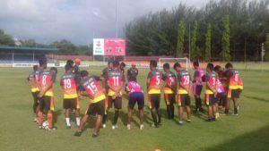Pemain PSIR Rembang mencoba lapangan di Stadion H. Dimurthala Lampineng, Banda Aceh, Kamis sore (03/05).