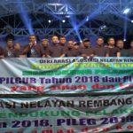 Asosiasi Nelayan Dampo Awang Bangkit Rembang mendeklarasikan dukungan Pilkada dan Pemilu damai, sebelum pentas dangdut dalam rangka sedekah laut, Sabtu malam (23/06).