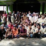 Mahasiswa UGM yang akan mengadakan KKN, foto bareng di depan Balai Desa Woro, Kecamatan Kragan.