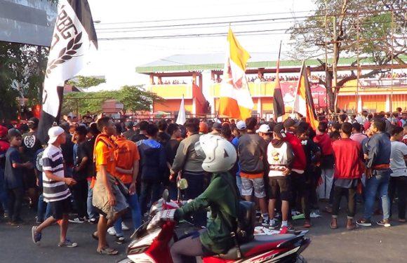 Suporter PSIR Gelar Aksi Boikot, Sumbangkan Uang Hasil Penggalangan