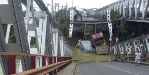Jembatan Tuban – Lamongan yang putus, Selasa siang.