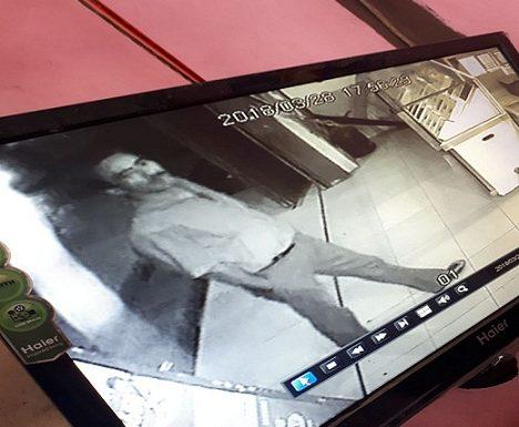 Pencuri HP Terekam CCTV, Waspadai Modusnya