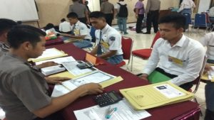 Bernando Hertana Putra Halid (paling kanan), jebolan SMA Taruna Nusantara yang ikut mendaftar Akpol.