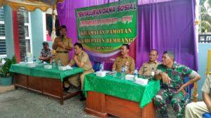 Bupati Rembang, Abdul Hafidz saat menghadiri penyaluran dana sosial dari hasil pengelolaan dana SPP PNPM di Kecamatan Pamotan, Senin (16/04).