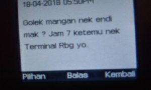 Bukti sms yang dikirimkan oknum petugas Satpol PP berinisial SG, kepada Fathonah, pemilik warung.