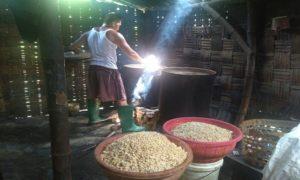 Pengolahan limbah cair dari pembersihan kedelai dijadikan biogas oleh warga Dusun Bogorejo Desa Karasgede Kecamatan Lasem.