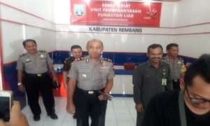 Polisi, jaksa dan Pemkab yang tergabung dalam Tim Saber Pungli Kabupaten Rembang.