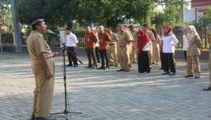 Bupati Rembang, Abdul Hafidz saat berada di kantor Dinas Penanaman Modal, Pelayanan Terpadu Satu Pintu Dan Tenaga Kerja, belum lama ini.