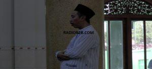 Bupati Rembang, Abdul Hafidz menunaikan sholat, beberapa waktu lalu. Selama bulan puasa, Bupati mengagendakan kegiatan tarawih keliling.