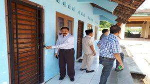 Komisi A DPRD Rembang menjumpai Balai Desa Randuagung Kecamatan Sumber tertutup rapat, Selasa pagi (08/05).