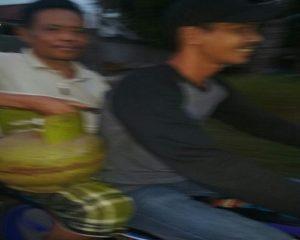 Warga di Kecamatan Sluke hilir mudik, demi mendapatkan gas LPG 3 Kg, Rabu petang (09/05).