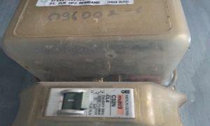 Meteran listrik model lama atau sistem pasca bayar.