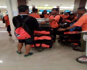 Pemain PSIR Rembang saat berada di Bandara Ahmad Yani Semarang, Rabu sore (02/05).