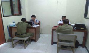 Penyidik Satreskrim Polres Rembang memeriksa saksi dari petugas Satpol PP, dalam kasus dugaan pungutan liar.