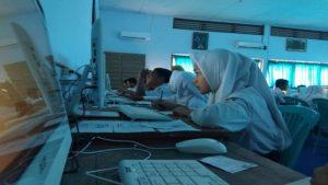 Pelajar SMP N 5 Rembang saat mengikuti Ujian Nasional Berbasis Komputer (UNBK), beberapa waktu lalu.