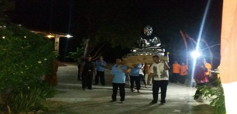 Berjalan Kaki 4 Km Tembus Kegelapan Malam, Begini Harapan Umat Budha