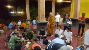 Suasana perayaan Waisak di Vihara Ratanavana Arama Desa Sendangcoyo, Kecamatan Lasem, Senin malam.