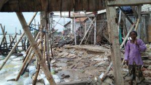Kondisi perumahan warga di Desa Karangmangu, Kecamatan Sarang, karena terkena ombak besar, beberapa waktu lalu.