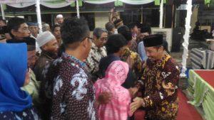 Bupati Rembang, Abdul Hafidz menggelar open house bersama masyarakat, Senin malam.