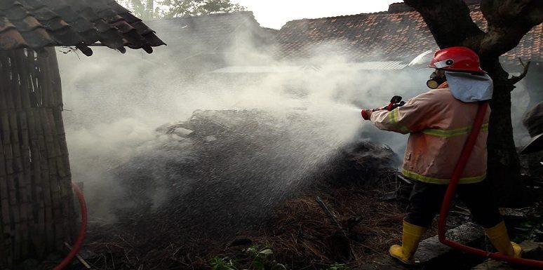 Bediang Picu Kebakaran Kandang Kerbau