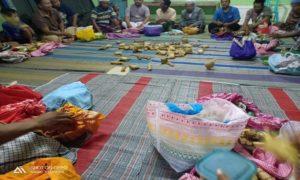 Warga Dusun Matalan, Desa Purworejo, Kecamatan Kaliori berkumpul, guna meramaikan tradisi kupatan, Jum'at pagi.