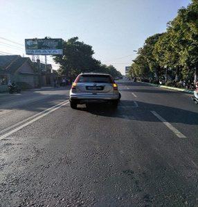 Kecelakaan antara mobil Honda CRV pemudik dengan motor Kawasaki Ninja di jalur Pantura Rembang, Senin pagi.