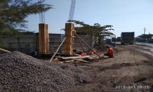 Pembangunan gapura di Pelabuhan Rembang, pinggir jalur Pantura Desa Sendangmulyo Kecamatan Sluke.