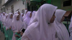 Santri di Pondok Pesantren Al-Anwar Sarang.