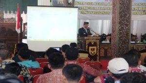 Bupati Rembang, Abdul Hafidz memberikan pengarahan saat evaluasi sistem tata kelola keuangan desa, Kamis pagi.
