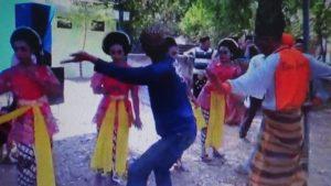 Warga Desa Gedangan, Rembang menggelar tradisi tayuban di punden setempat.