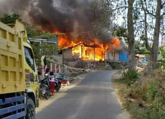 Kebakaran Dowan : Dalam Sekejap, 3 Rumah Ludes