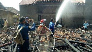 Kebakaran rumah warga di Desa Kasreman, Rembang, Kamis siang (26/07).