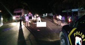 Evakuasi korban kecelakaan di jalur Pantura Desa Plawangan, Kecamatan Kragan, Rabu malam.