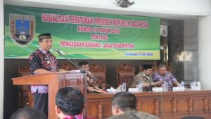 Sosialisasi tentang aturan baru pengadaan barang dan jasa di lantai IV Kantor Bupati Rembang, Kamis (13/07).