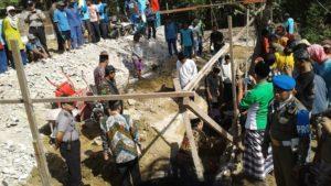 Peletakan batu pertama Masjid At-Taqwa Dusun Nglakeh, Desa Lohgede, Kecamatan Sumber.