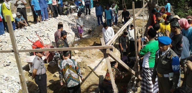 Janji Bupati, Ketika Hadiri Peletakan Batu Pertama Renovasi Masjid