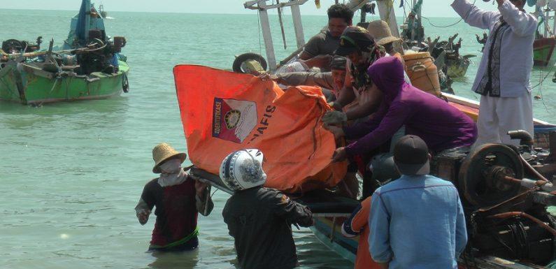 Nelayan Temukan Mayat, Tangis Keluarga Korban Pecah