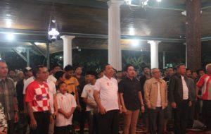 Masyarakat dan para pejabat menggelar acara Nobar Piala Dunia di pendopo Museum Kartini, Minggu malam.