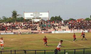 Pertandingan baru berjalan 10 menit, PSIR Rembang ketinggalan dua gol dari tuan rumah Persibat Batang. Skor berakhir dengan kedudukan 3 – 1.
