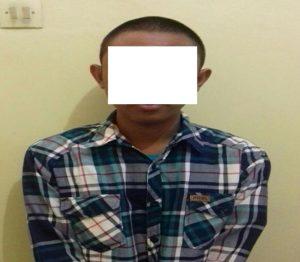 Salah satu tersangka pelaku pengeroyokan diamankan polisi.