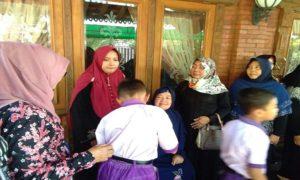 Suasana rumah duka, Alm. Catur Winanto di Desa Kepohagung, Kecamatan Pamotan.