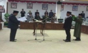 Sustiyono (kanan), anggota DPRD Rembang yang baru, menggantikan M. Baha'ud Dhuror.