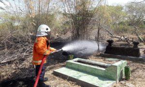 Kebakaran di makam Kabongan Kidul Rembang, Jum'at siang.