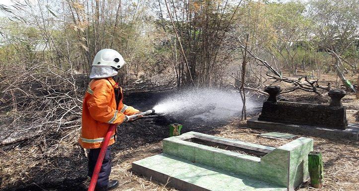 Tak Hanya Rumah, Makampun Ikut Terancam Kebakaran
